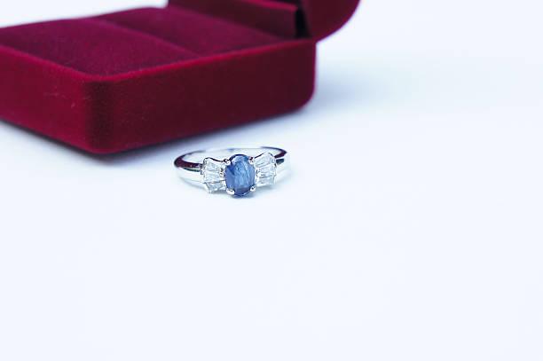rings jewelry is popular  a symbol of love - verlobungsring 3 steine stock-fotos und bilder