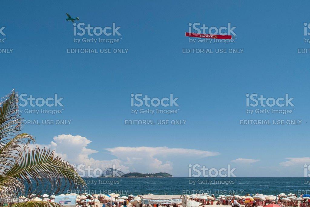 Rio-avion tirant un panneau publicitaire - Photo