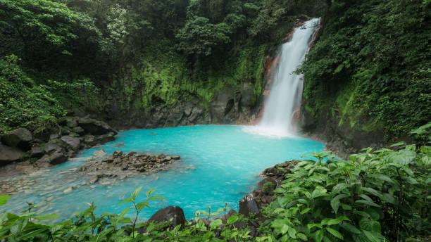rio celeste-parque nacional tenorio-costa-rica - cascata - fotografias e filmes do acervo