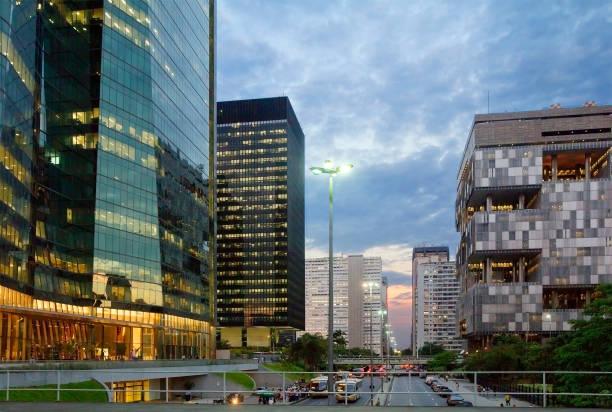 Rio De Janeiro. Brazilien. Übernachtung in Rio. Das Gebäude der Firma Petrobras. – Foto