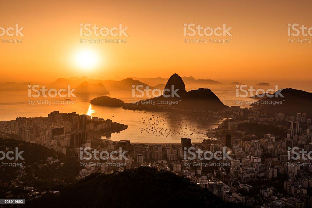 Nascer do sol no Rio de Janeiro - foto de acervo