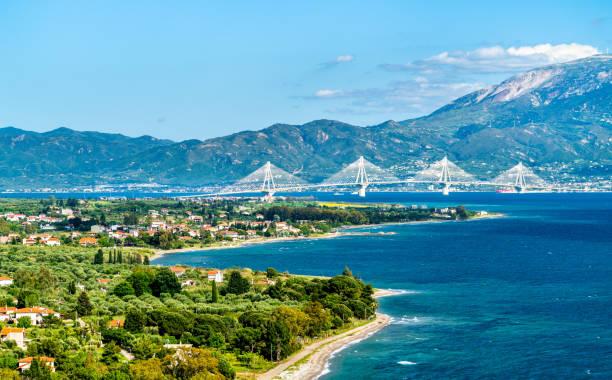 Rio-Antirrio-Brücke über den Golf von Korinth in Griechenland – Foto