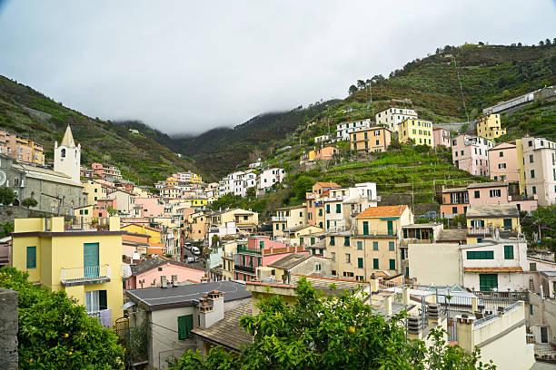 riomaggiore in cinque terre, italien - hatfield town stock-fotos und bilder