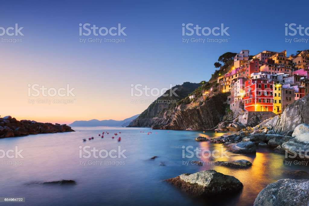 Riomaggiore town, cape sea landscape sunset. Cinque Terre, Liguria, Italy - foto stock
