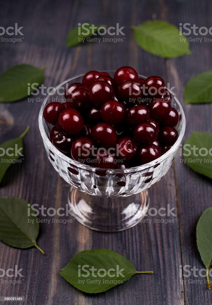 Ripe cherry in a bowl royaltyfri bildbanksbilder