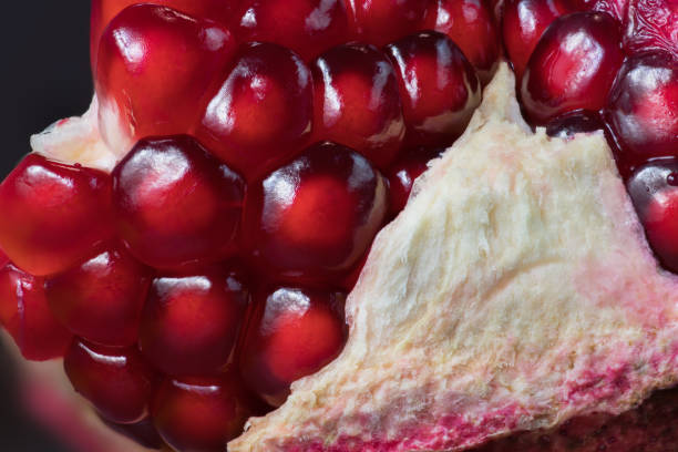 Reife, geöffnete Granatapfel – Foto