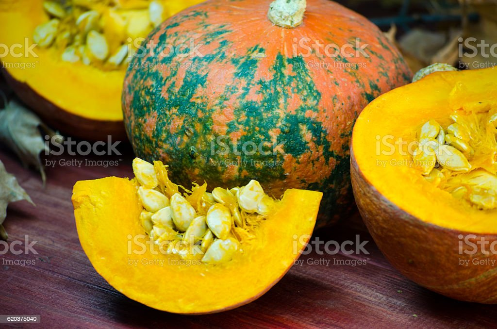 ripe pumpkin and pumpkin seeds zbiór zdjęć royalty-free