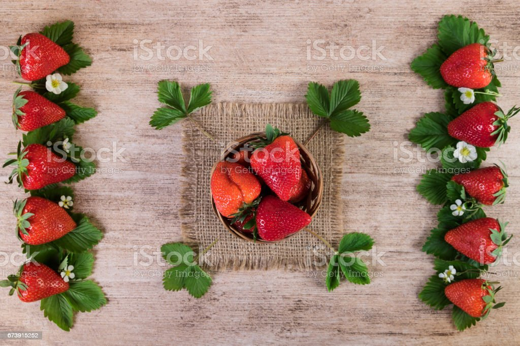 Ripe strawberries creative decorated on rustic background. Top view photo libre de droits