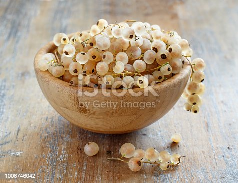 Ripe white currant berries in a bowl close up