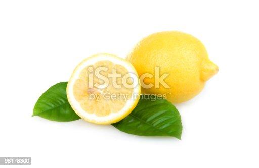 Giallo Limoni Maturi Isolati Su Bianco - Fotografie stock e altre immagini di Agrume