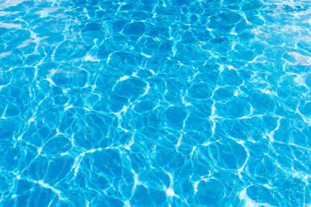 reißendes wasser im schwimmbad - wasser stock-fotos und bilder