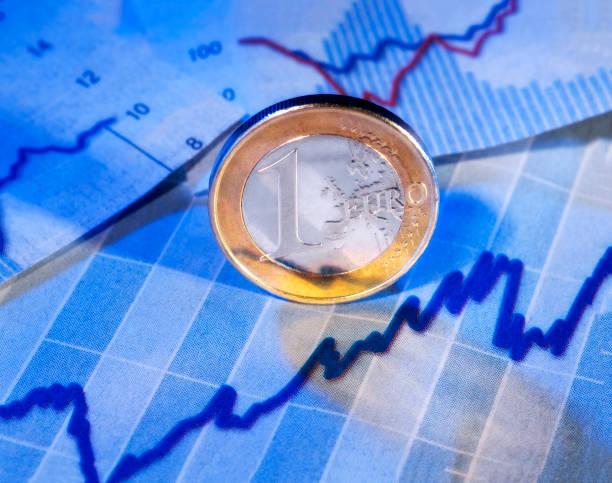 Rising price of the euro Euro Münze und Grafik mit steigender Kurve monetary policy stock pictures, royalty-free photos & images
