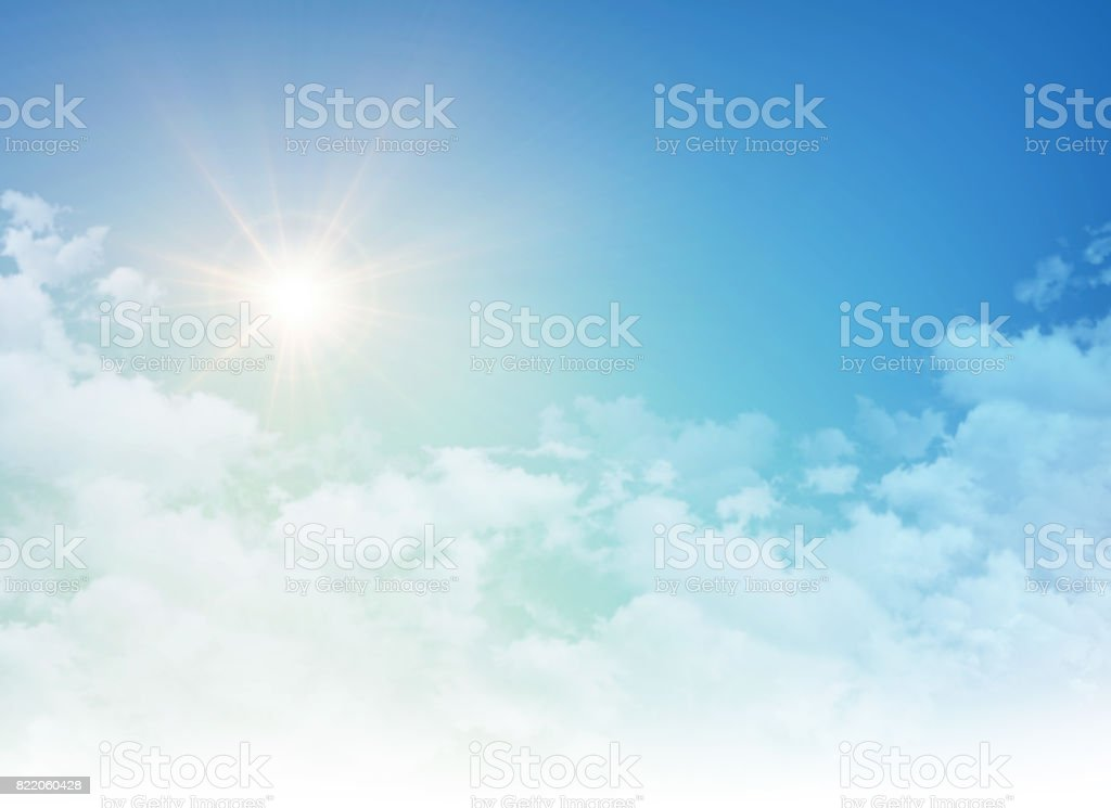 Rising sun in a cloudy blue sky foto stock royalty-free