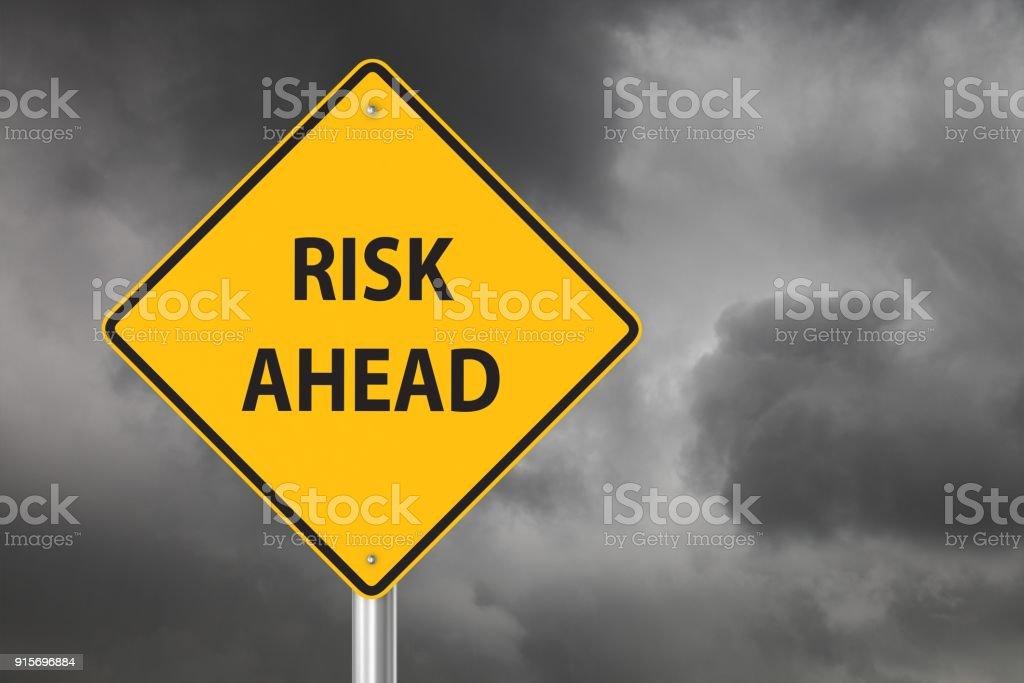 Gefahr voraus Warnschild – Foto