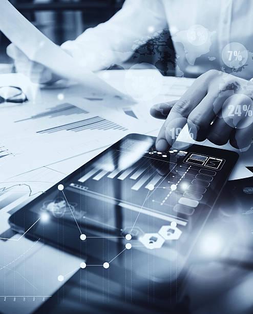 Risikomanagement von Arbeitsabläufen. Bild Händler Arbeiten Market Bericht Dokument – Foto