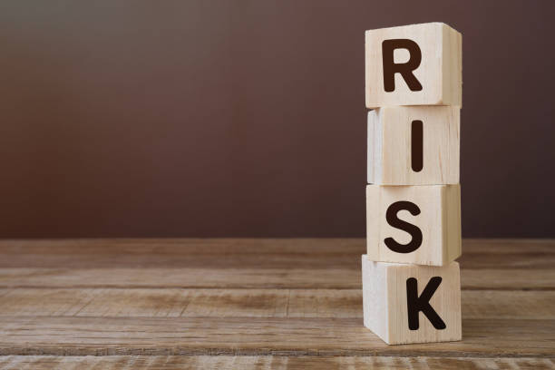 risk word on wooden block - rischio foto e immagini stock