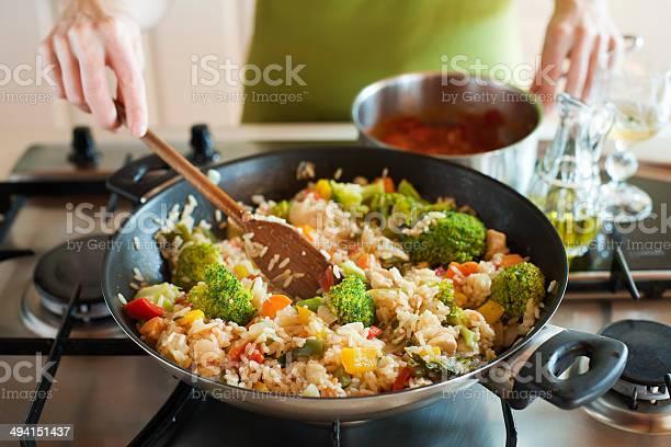 Risotto Foto de stock y más banco de imágenes de Arroz - Comida básica