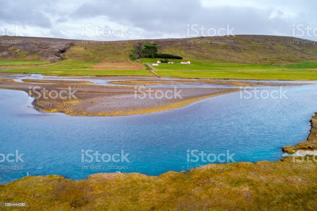 Fluss und Bauernhof, Island, Luftbild – Foto
