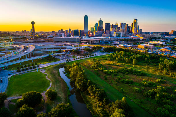 river and green space above dallas texas skyline cityscape 2019 picture id1159235043?k=6&m=1159235043&s=612x612&w=0&h=t2RysvilM