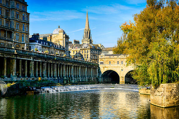 River Avon and Pultney Bridge in Bath, UK River Avon and Pultney Bridge in Bath, UK somerset england stock pictures, royalty-free photos & images
