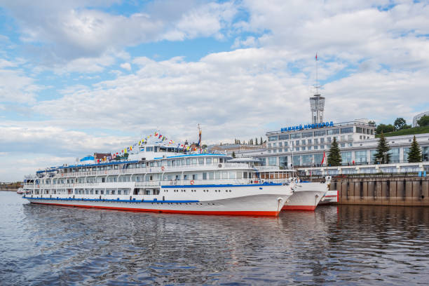 Cтоковое фото River boats on the quay near Nizhny Novgorod