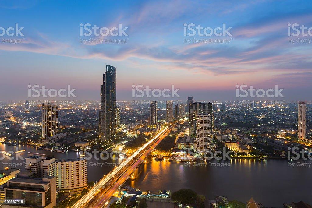 River curved over Bangkok city centre downtown Lizenzfreies stock-foto