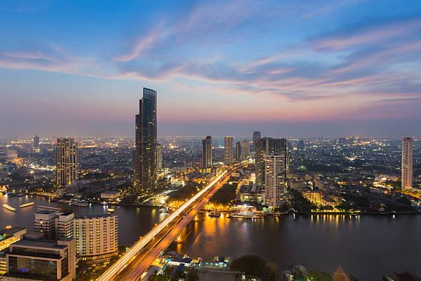River curved over Bangkok city centre downtown圖像檔