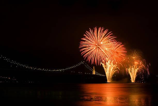 rio fogos de artifício - cristo rei lisboa imagens e fotografias de stock