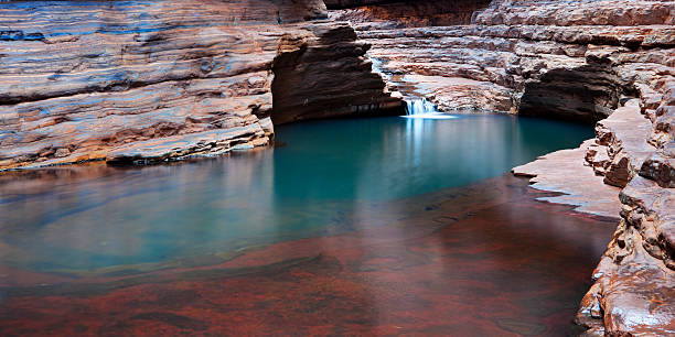 river gorge in karijini national park, western australia - western australia stock pictures, royalty-free photos & images