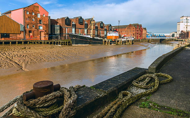 river hull at low tide, hull, humberside, uk. - hull stock pictures, royalty-free photos & images