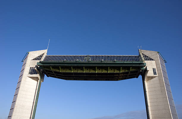 river hull tidal barrier - hull stock pictures, royalty-free photos & images