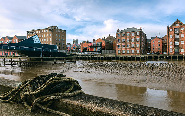 river hull with house, flats, church in hull, yorkshire, uk. - hull stock pictures, royalty-free photos & images