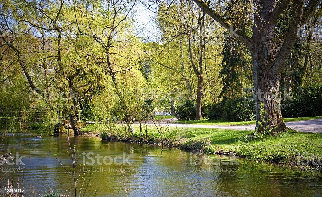 Fluss in der city park – Foto