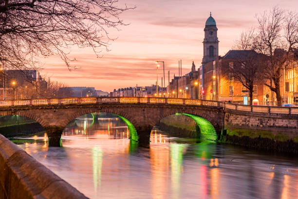 river liffey dublin ireland - republic of ireland stock pictures, royalty-free photos & images