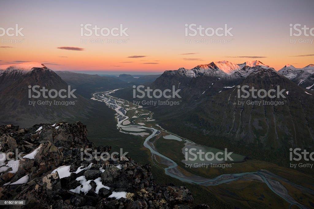 River meandering through Rapadalen valley Sarek, Sweden foto