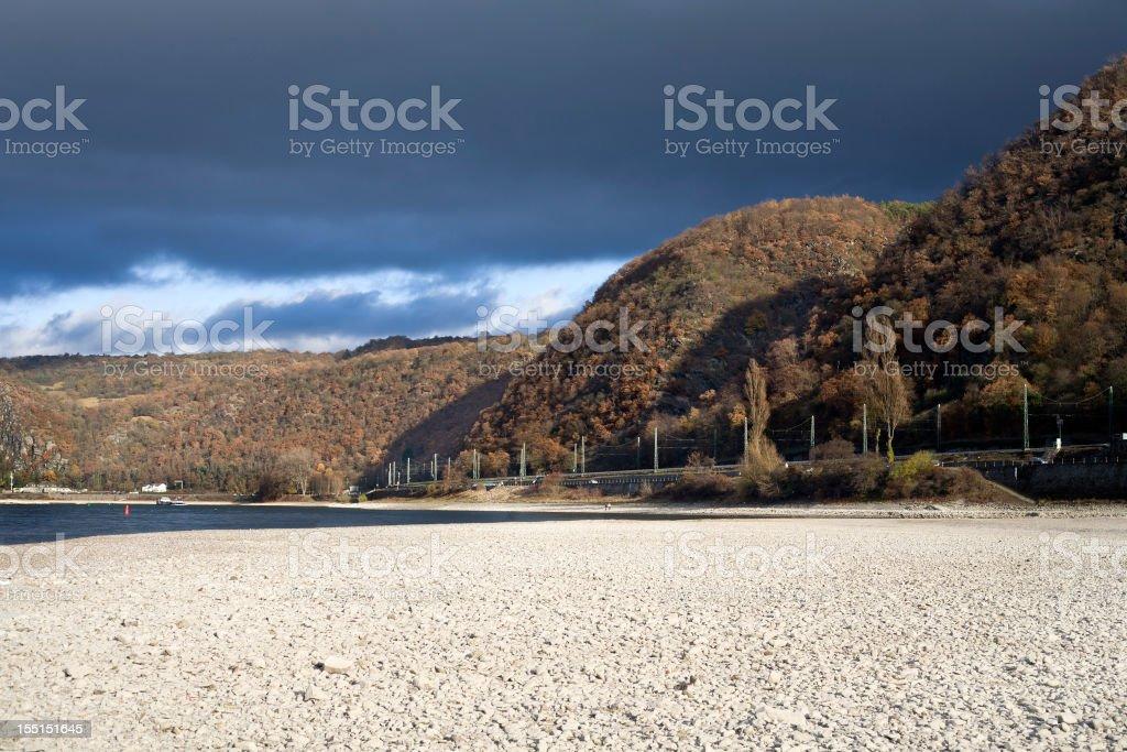 Rhein-historische niedriger Wasserstand im November 2011 – Foto