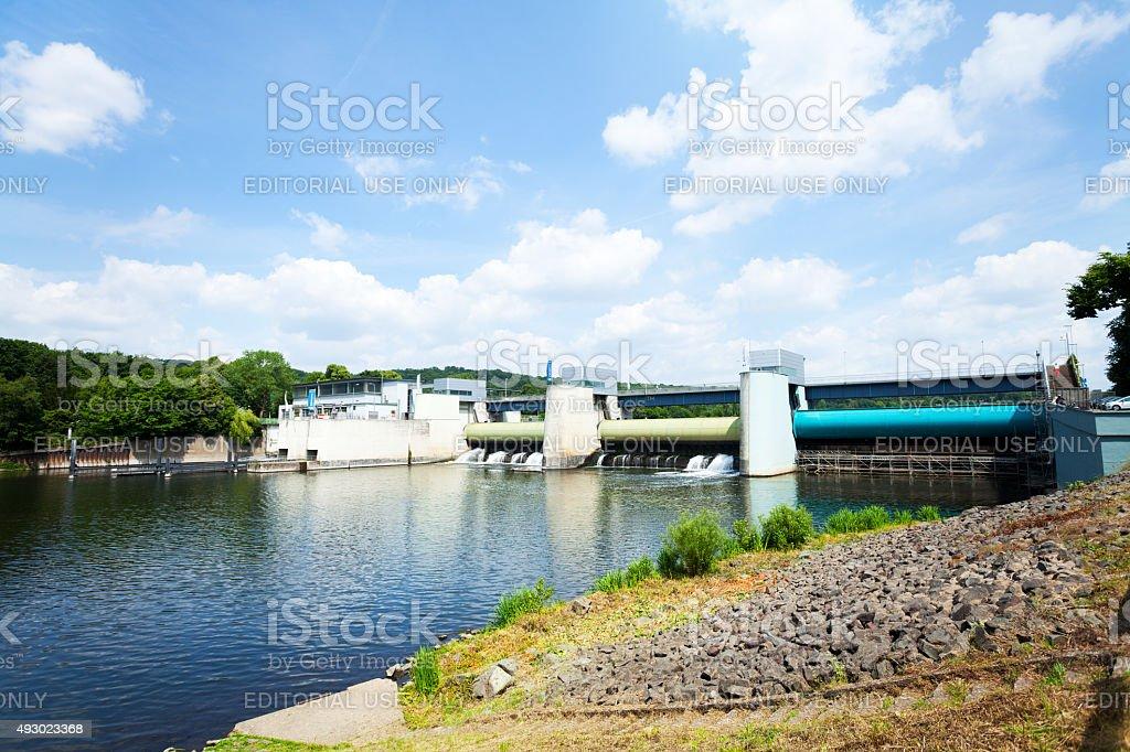 Fluss Ruhr am dam und lake Baldeneysee – Foto