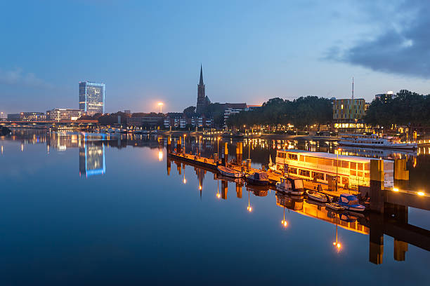 Río Weser, Bremen, Alemania - foto de stock