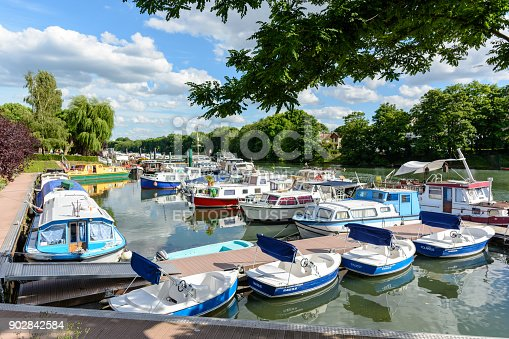 istock Riverboats, houseboats and electric rental boats mooring in the marina of Joinville-le-Pont in the inner suburbs of Paris. 902842584