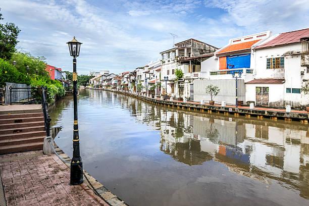 riverfront of malacca - malakka staat stockfoto's en -beelden
