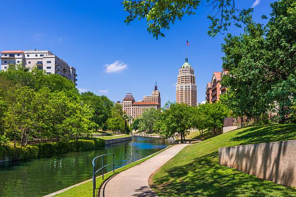 Riverwalk San Antonio Texas skyline, park walkway, scenic river canal Riverwalk - San Antonio TexasRiverwalk - San Antonio Texas,  park walkway along scenic canal san antonio texas stock pictures, royalty-free photos & images