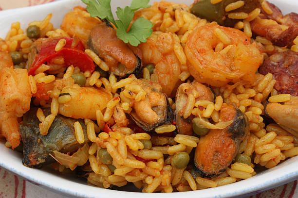 Riz cuisiné aux fruits de mer Riz cuisiné aux fruits de mer - Moules Crevettes riz stock pictures, royalty-free photos & images