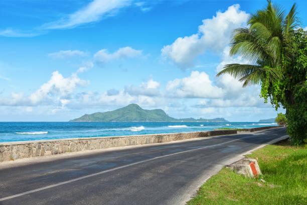 바다의 해변, 마헤, 세이셸을 따라도. - 마헤 섬 뉴스 사진 이미지