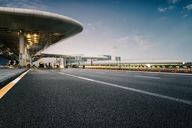 Straßen und Flughäfen – Foto