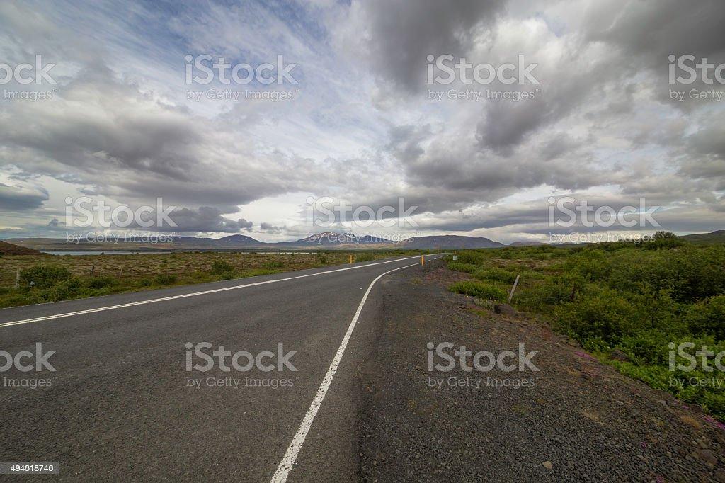 Road und die Berge – Foto