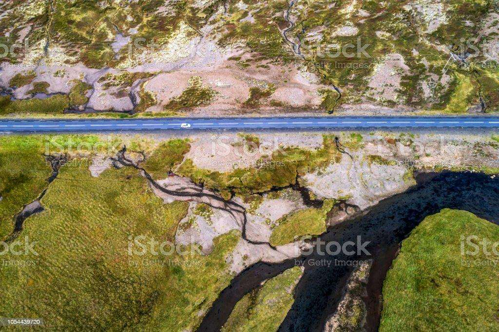 Straße und Fluss in Island, Luftbild – Foto