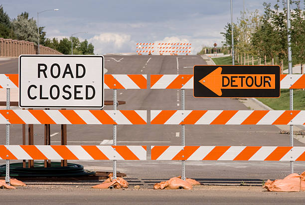 road closed detour - road closed traffic jam stock pictures, royalty-free photos & images