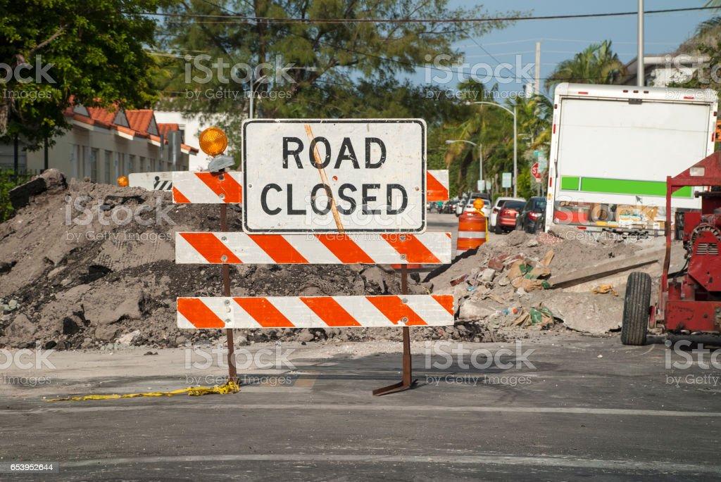 Señal de carretera cerrada - foto de stock
