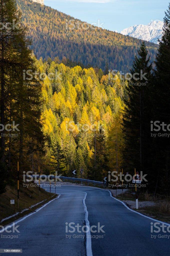Dolomites yolda stok fotoğrafı