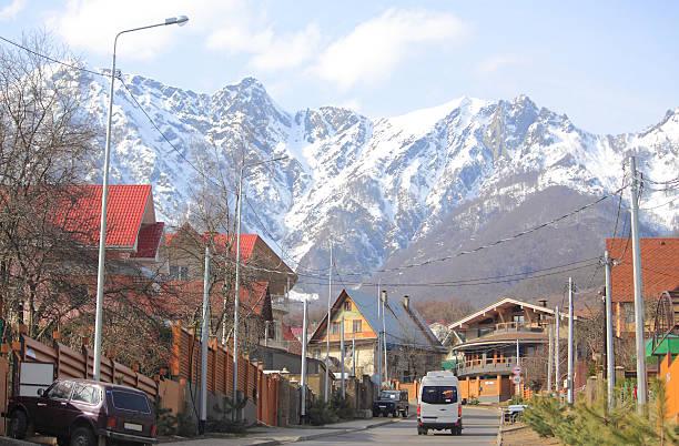 road クラスヤナ・ポリャーナヴィラージュ - クラスノダール市 ストックフォトと画像
